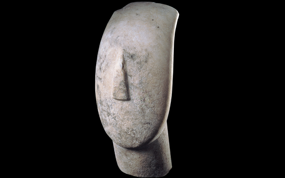 <h5>Head of a figurine (Spedos variety) (2800-2300 BC)</h5>