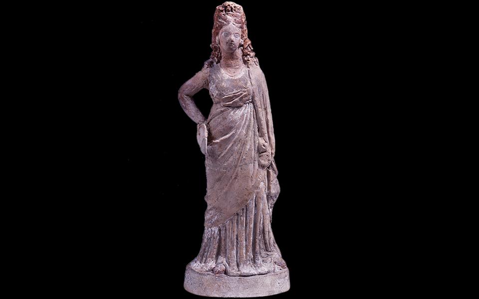 <h5>Tanagra figurine (1st century BC)</h5>