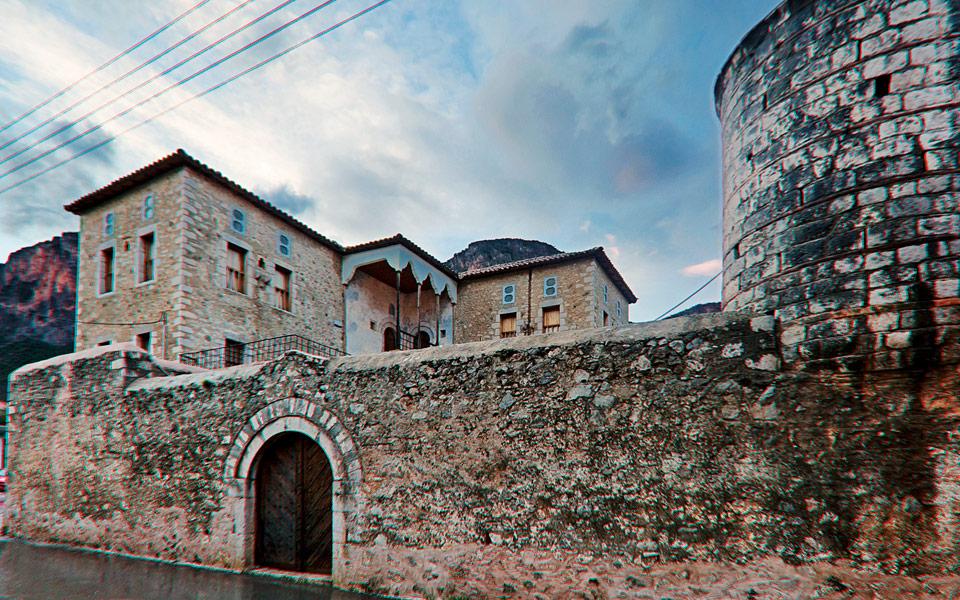 <h5>Leonidio's mansions</h5>