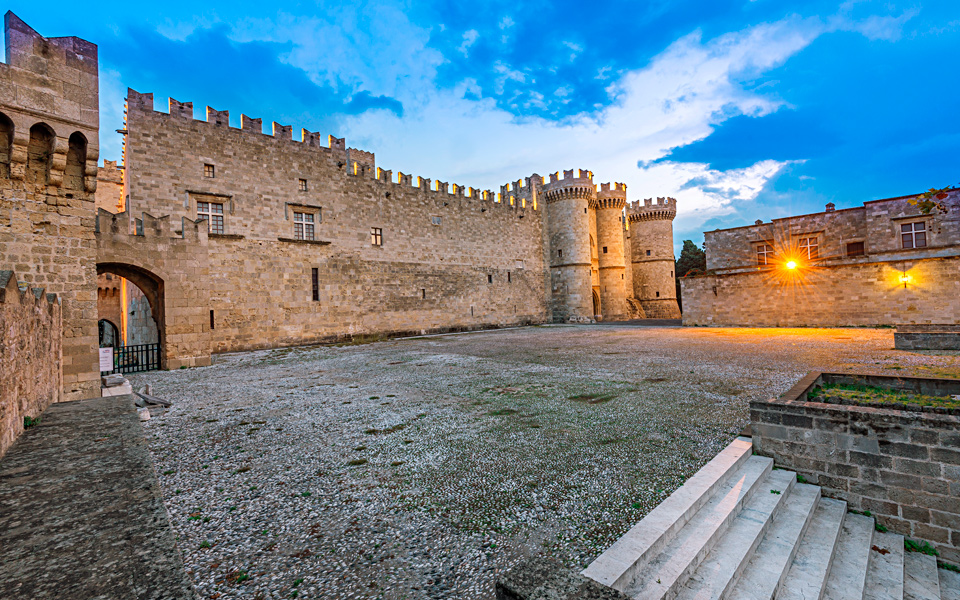 Rhodes' Palace of the Grand Master - Greece Is