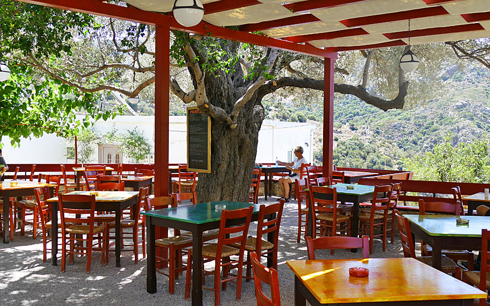 The best tables by sea in crete greece is