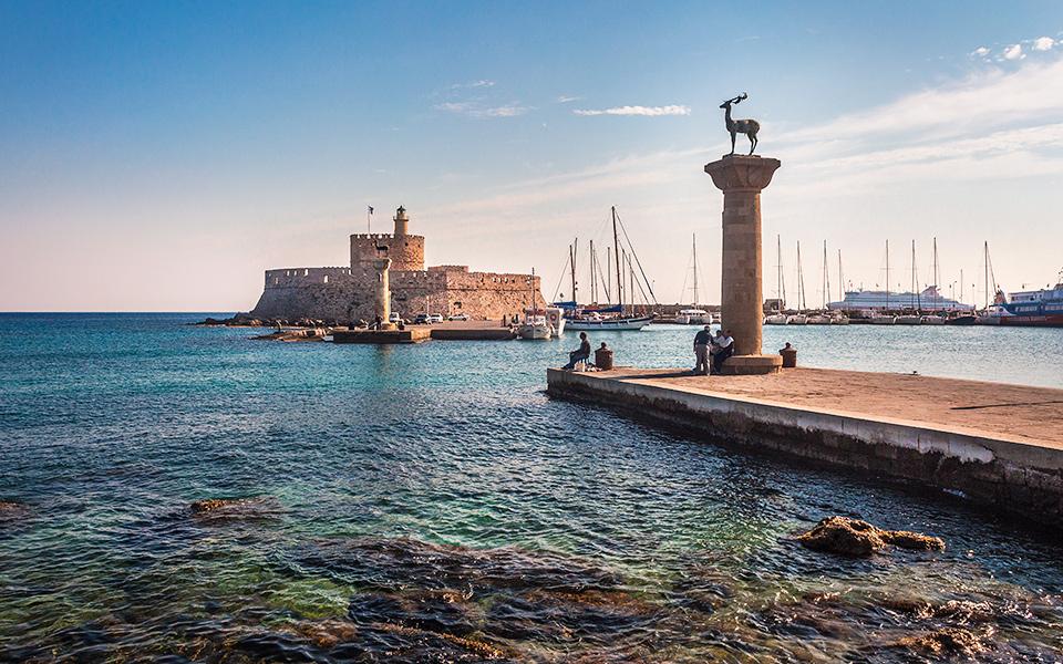 GREEK TOURISM STATISTICS shutterstock_391180897
