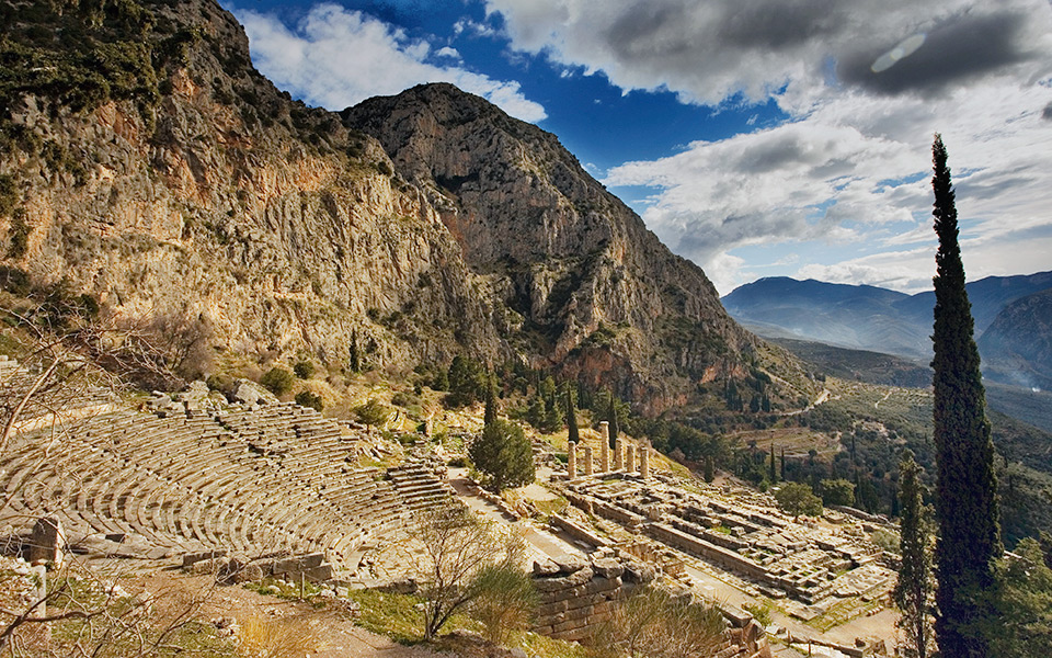 ancient-theatre-delfi
