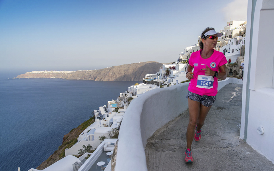 Running-at-Santorini-Experience_by-Elias-Lefas