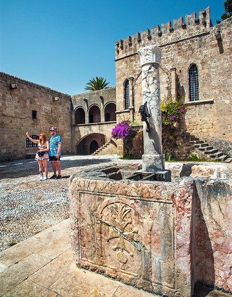 the old town of rhodes greece is. Black Bedroom Furniture Sets. Home Design Ideas