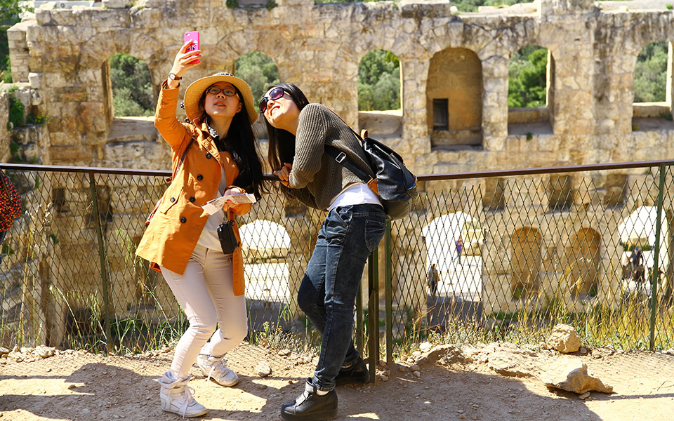 Athens_tourists_shutterstock_756098209