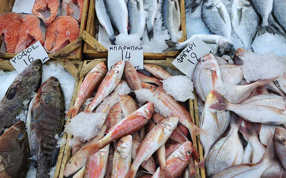 fishmarketshutterstock_206564707