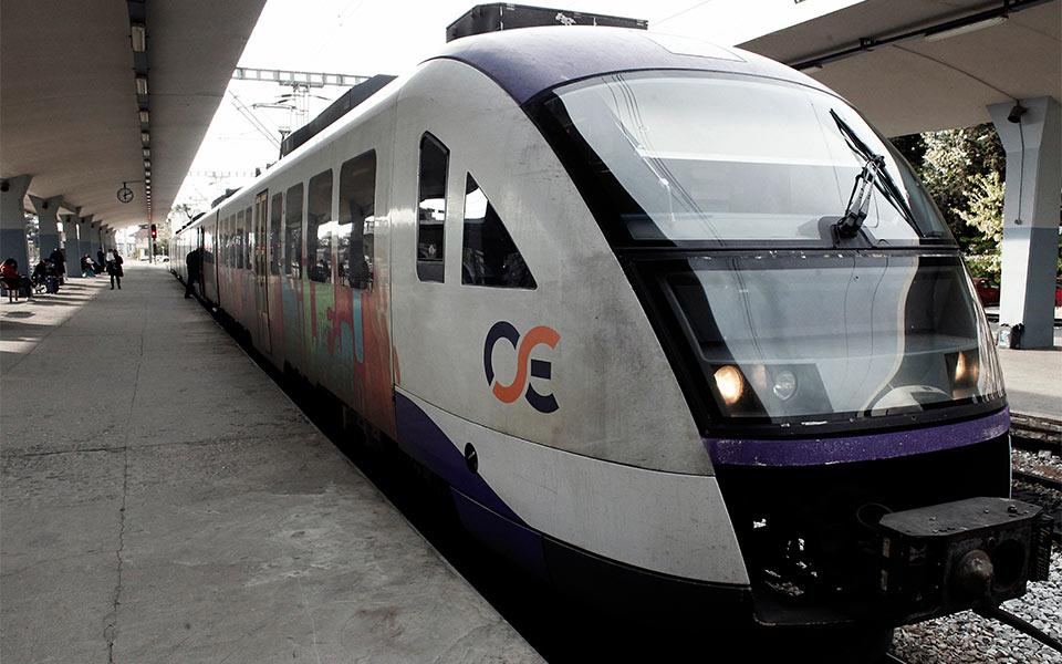 train-shutterstock_1121024333