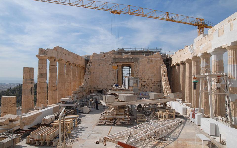 acropolis-restoration__35847180