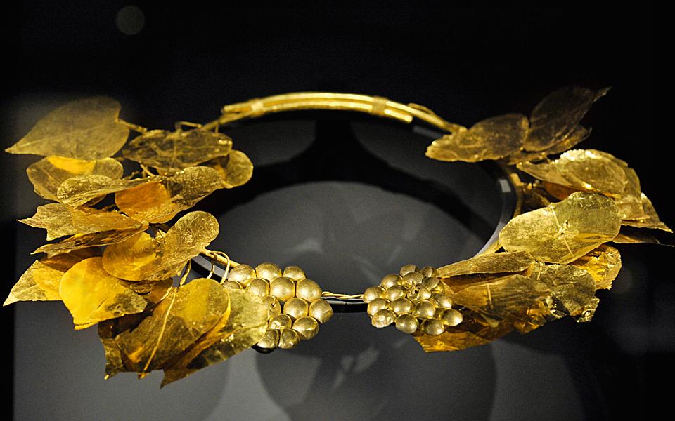 <h5>Gold ivy wreath (350-325 BC)</h5>