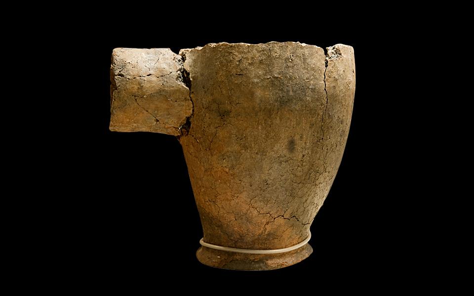 <h5>Cooking pot (3300-2300 BC)</h5>