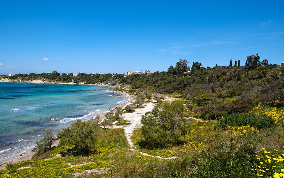 Winter view of Kolonna beach in Aegina. © Shutterstock