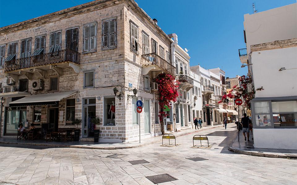 syros-street-shutterstock_1135329809